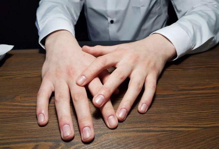 ухоженные руки мужчины