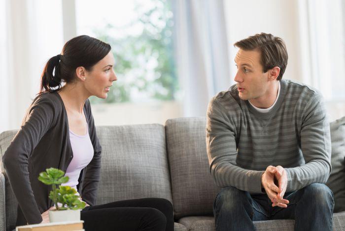 муж и жена беседуют