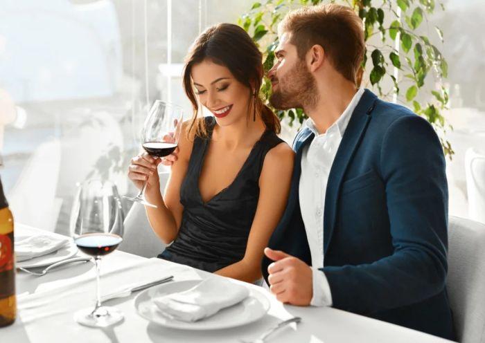 муж с другой в кафе
