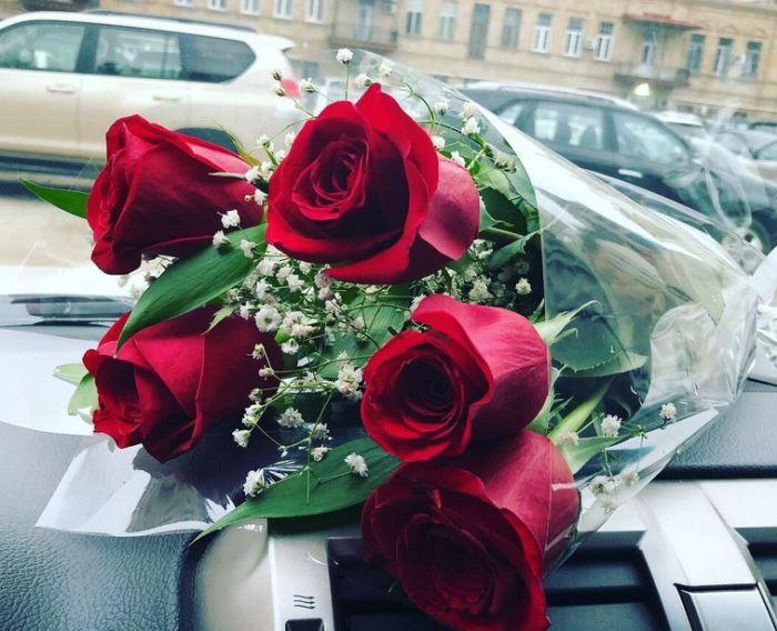 цветы в машине мужа