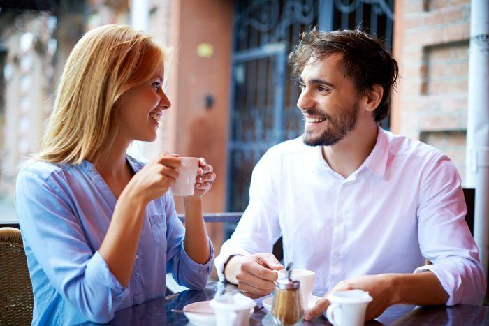 как держаться во время разговора с парнем